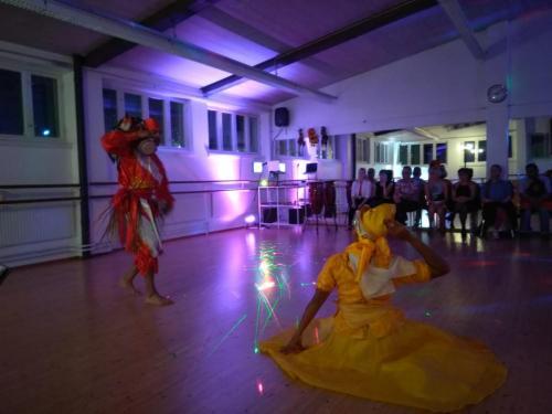 Esitys - Ohjelmalliset tanssi-iltamat